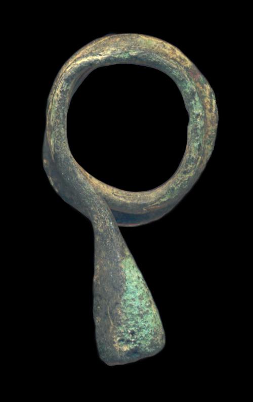 PAKISTAN, GREEK-SCYTHIAN, etc., c. 300 BC - 100 AD, earring