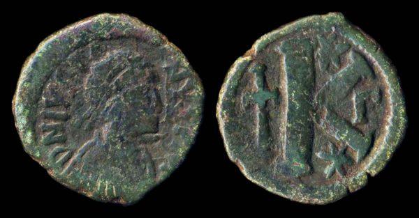 BYZANTINE, Justin I, 518-527 AD, bronze half follis, Constantinople mint